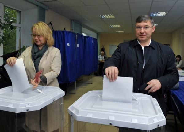 Владимир Якушев, голосование, выборы, урна, бюллетень Фото:  http://phototyumen.ru/