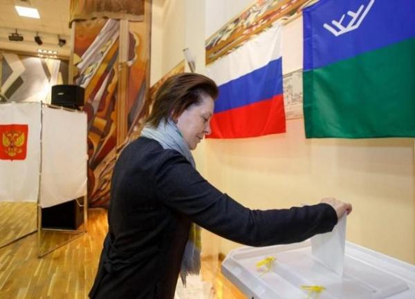Наталья Комарова, выборы, голосование, урна, бюллетень Фото: пресс-служба губернатора