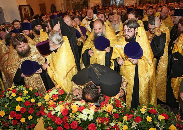 десница святителя Спиридона Тримифунтского, паломники, святыня|Фото: ekaterinburg-eparhia.ru