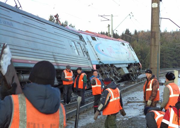 поезд, локомотив, сход вагонов, авария|Фото: ГУ МЧС России по Свердловской области