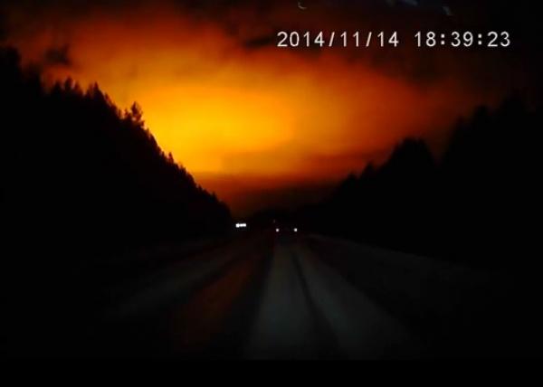 вспышка в небе, зарево|Фото: