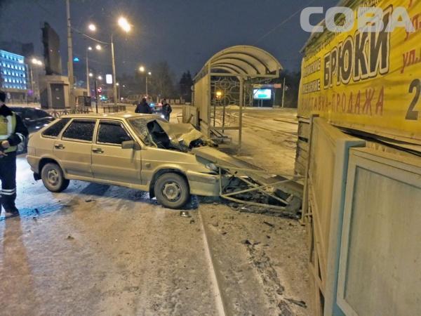 """авария, 8 Марта, остановка Фото: Служба спасения """"СОВА"""""""