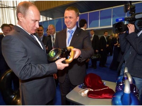 гиря путин выставка|Фото:пресс-служба губернатора челябинской области