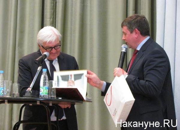 министр иностранных дел Германии Франк-Вальтер Штайнмайер, Виктор Кокшаров|Фото: Накануне.RU