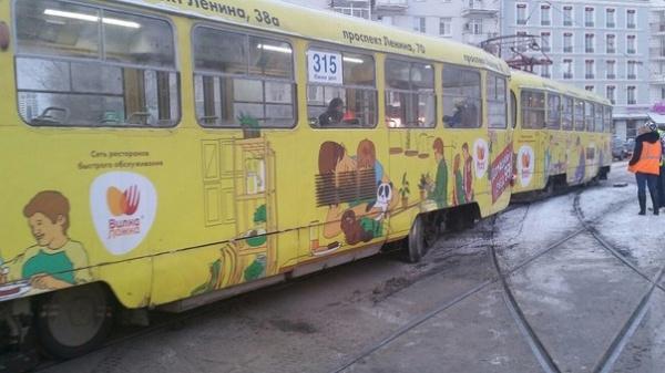 трамвай сошел с рельс Фото: https://vk.com/te_ekb