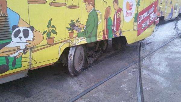 трамвай сошел с рельс Фото:https://vk.com/te_ekb