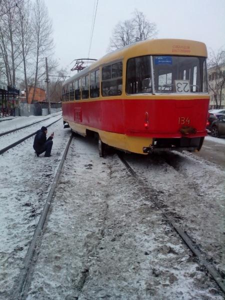 сход трамвая с рельсов, трамвай|Фото: http://vk.com/te_ekb