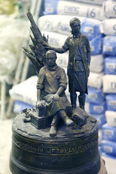 памятник военным медикам екатеринбург макет|Фото: