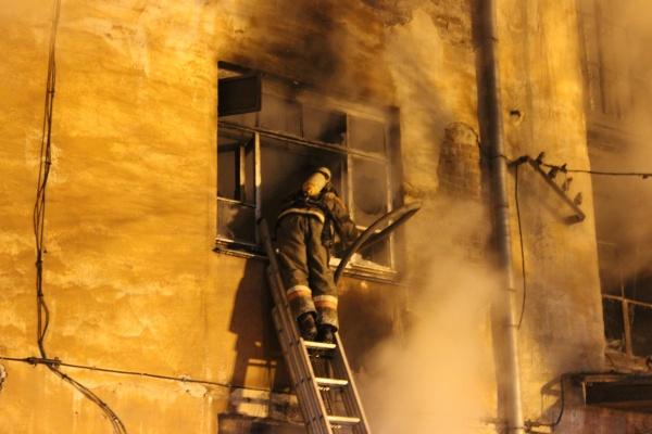 пожар на Азина, возгорание, пожарные|Фото: ГУ МЧС России по Свердловской области