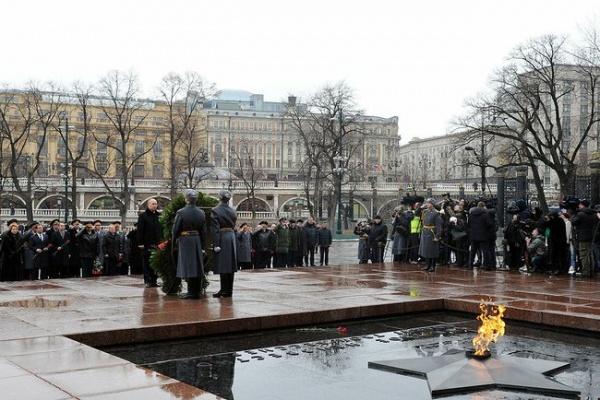 путин, 23 февраля, венок, могила Фото:пресс-служба президента россии