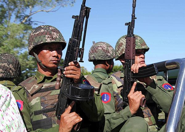 военнослужащие армии Мьянмы|Фото: AP Photo/ Khin Maung Win