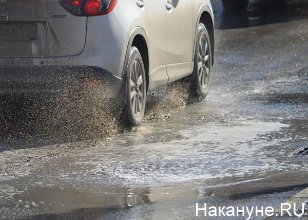 Екатеринбург, весна, грязь, улицы, машина, брызги|Фото: Накануне.RU