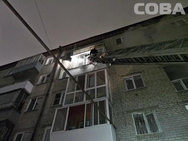 Взрыв газа на ул. Заводской, спасатели, пожар, лестница|Фото: СОВА