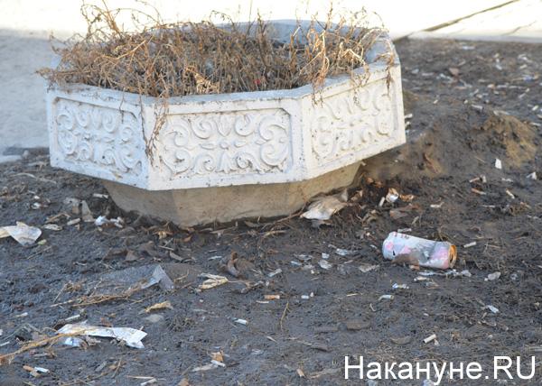 Екатеринбург, улицы, грязь, бутылки, окурки|Фото: Накануне.RU