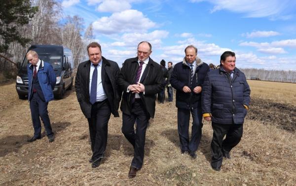 Борис Дубровский поле посевная|Фото: gubernator74.ru