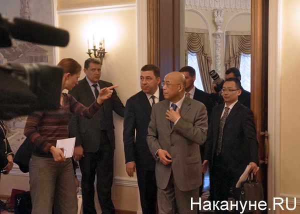 Евгений Куйвашев, заместитель главы международного отдела ЦК КПК Чжоу Ли|Фото: Накануне.RU