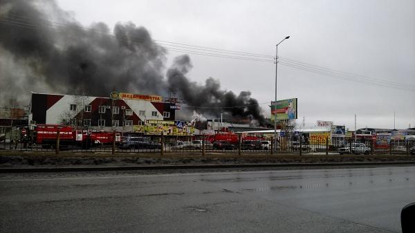 Сургут пожар торговый центр Фото: vk.com