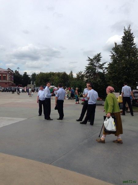 стихийный рынок в центре Тюмени|Фото: park72.ru