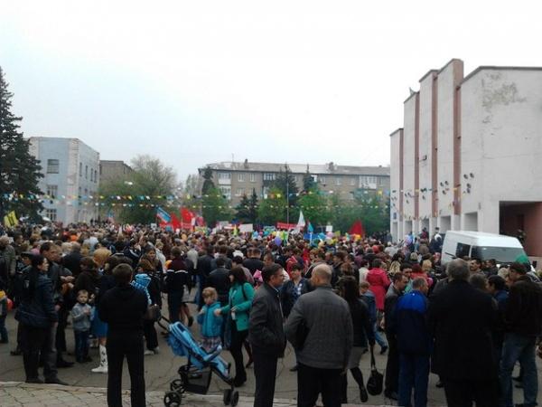 Первомайская демонстрация город Снежное|Фото:https://vk.com/strelkov_info