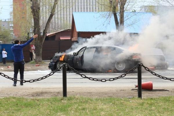 BMW, горящий автомобиль Фото:https://vk.com/te_ekb