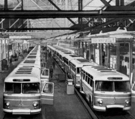 Львовский автобусный завод, цех, автобусы ЛАЗ|Фото: sovrus.com
