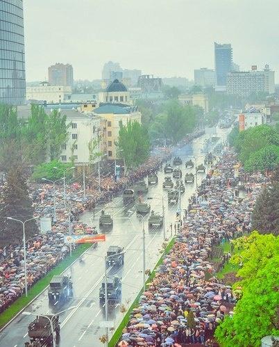 Донецк, 9 мая, Парад Фото: Молодая республика
