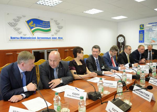 Наталья Комарова и депутаты думы Лангепаса|Фото: Пресс-служба губернатора ХМАО