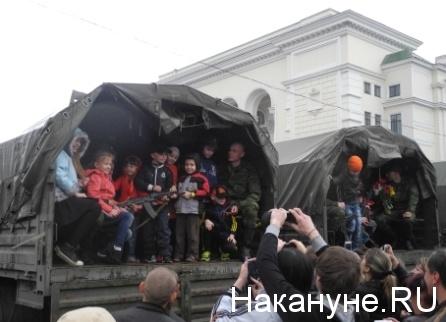 Военный парад, Донецк, ополчение, дети|Фото: Накануне.RU