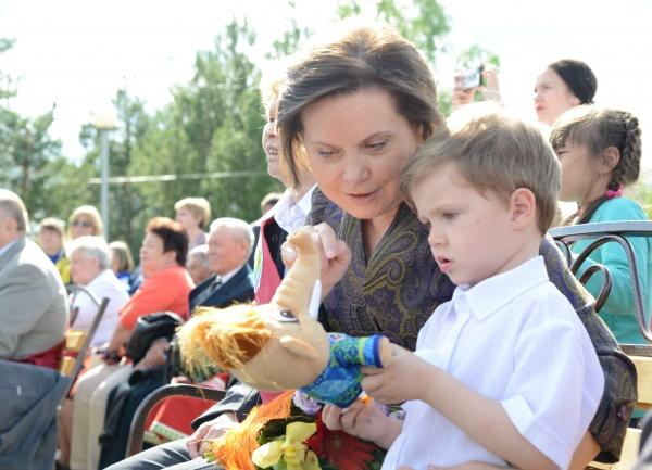 паспорта, Нижневартовский район, Наталья Комарова, ребенок|Фото:пресс-служба губернатора Югры