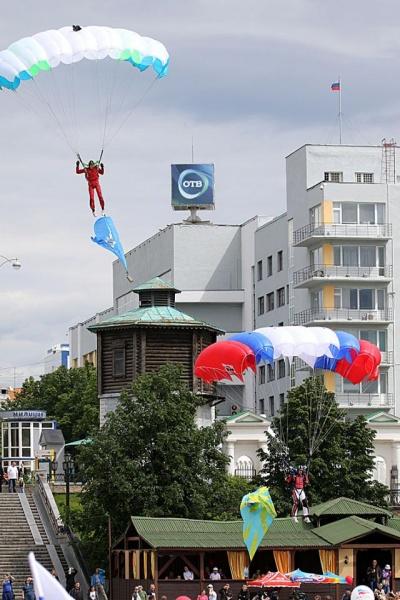 День России, Екатеринбург, парашютист Фото: gubernator96