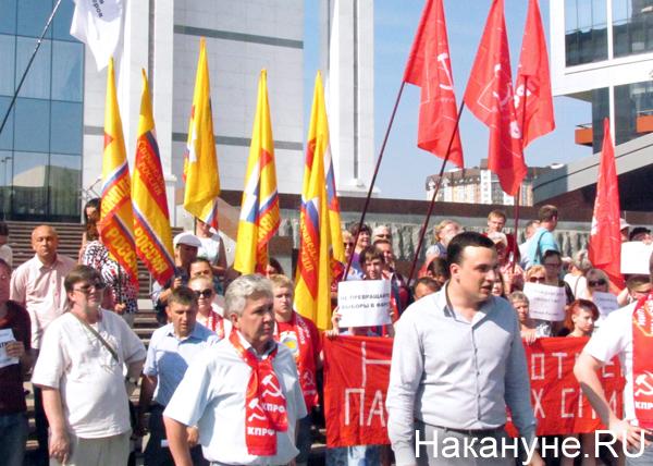 Дмитрий Ионин, Нафик Фориев, флаги, митинг|Фото: Накануне.RU