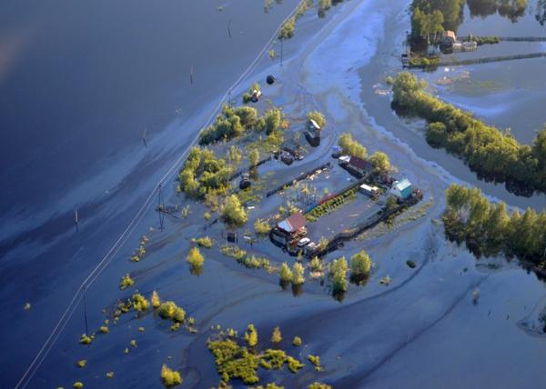 разлив нефтесодержащей житкости в Нефтеюганске|Фото: viche.net.ua