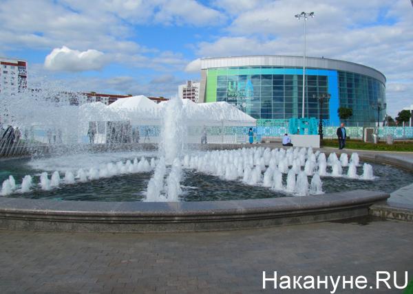 Уфа, Конгресс-Холл, фонтан(2015)|Фото: Накануне.RU