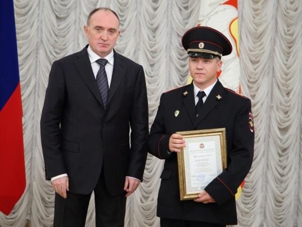 Борис Дубровский награждение задержавших похитителя ребенка|Фото: gubernator74.ru