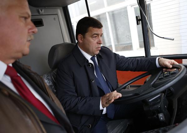Куйвашев, МАЗ, автоубус|Фото: департамент информационной политики губернатора Свердловской области