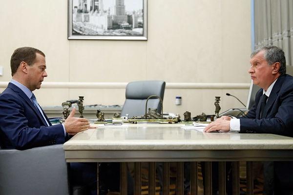 Игорь Сечин, Дмитрий Медведев|Фото:government.ru