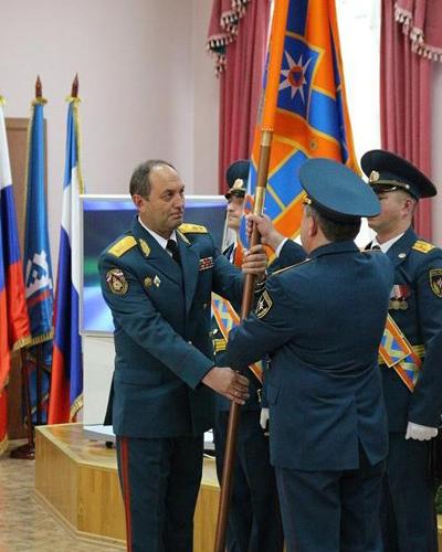 Знамя ГУ МЧС ЯНАО|Фото: Пресс-служба мэрии Салехарда