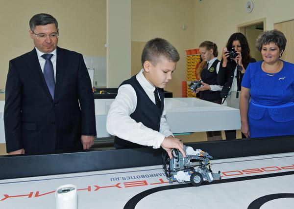 Владимир Якушев, робот, робототехника|Фото: gubernator.admtyumen.ru