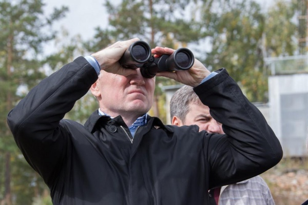 Солнечная долина, Борис Дубровский, бинокль|Фото: пресс-служба губернатора Челябинской области
