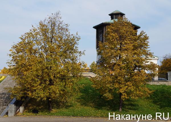 Екатеринбург, Водонапорная башня, осень, деревья|Фото: Накануне.RU