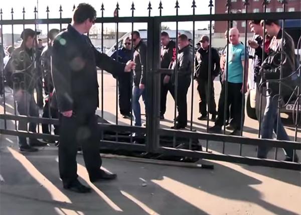 похоронщики, морг, тела, охрана|Фото: youtube.com