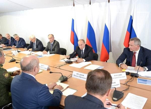 Владимир Путин, учения центр-2015, Заседание Военно-промышленной комиссии|Фото:пресс-служба Кремля