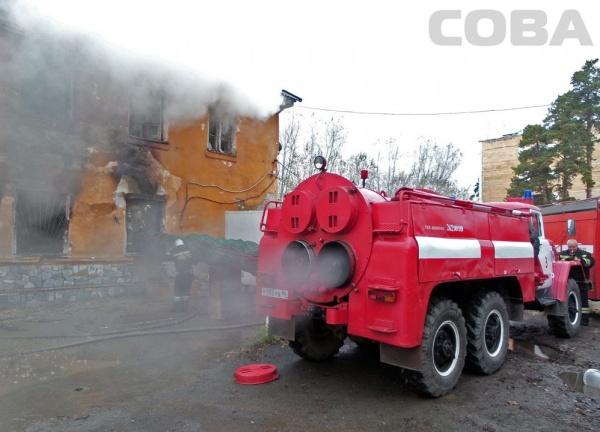 пожар на улице Испытателей, огонь, пожарные, пожарная бригада|Фото:служба спасения Сова