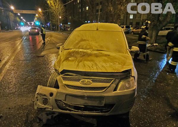 "ДТП, авария, Lada Largus и Ford Transit, Екатеринбург|Фото: служба спасения ""СОВА"""