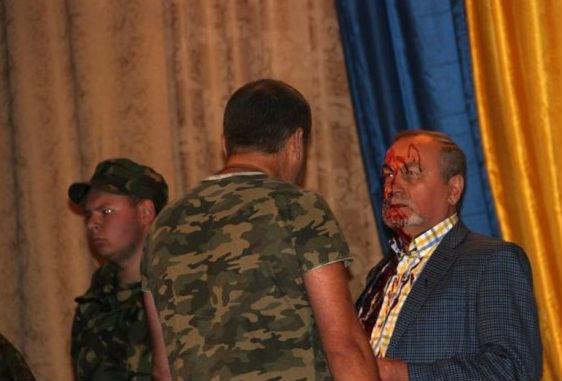 Василий Базив, свиная кровь|Фото: Накануне.RU