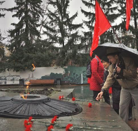 черный октябрь, екатеринбург Фото: kprf.ru