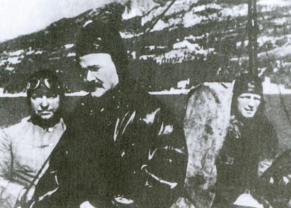 Министр иностранных дел СССР Молотов прибыл на самолете через линию фронта |Фото: 1945-2010.info