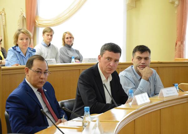 Круглый стол, увеличение штрафа, ТРК|Фото: Пресс-служба Тюменской городской думы