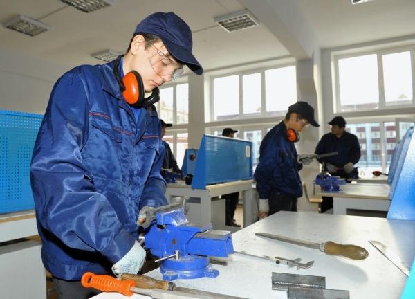 Тюменский техникум строительной индустрии и городского хозяйства, Владимир Якушев, рабочий|Фото: правительство Тюменской области