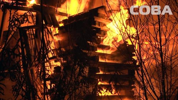 сады пожар Екатеринбург тушение|Фото: служба спасения СОВА